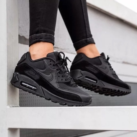 timeless design e3f86 8383f Women's Nike Air Max 90 Black Sneakers NWT